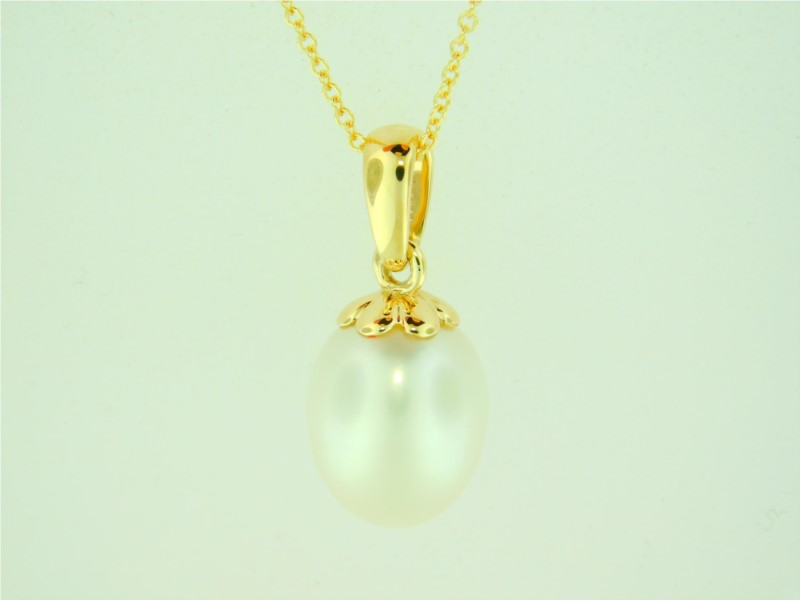 Galatea 18 Inch 14K Yellow Gold 9.5 - 10.0 Millimeter Fresh Water Momento Bible In A Pearl Pendant